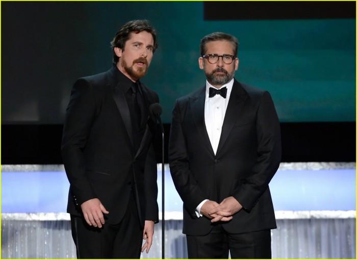 Christian Bale (trái) và Steve Carell giới thiệu bộ phim The Big Short của họ, được đề cử cho hạng mục dàn diễn viên xuất sắc nhất trong phim điện ảnh tại Giải Nghiệp đoàn Diễn viên Màn ảnh (Screen Actors Guild Awards) hàng năm lần thứ 22, ngày 30 Tháng 1 năm 2016, tại Los Angeles. © Vince Bucci / Invision / AP