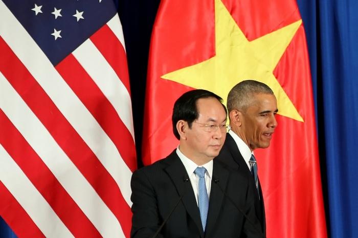 Tổng thống Mỹ Barack Obama và người đồng nhiệm Việt Nam chủ tịch Trần Đại Quang (T) sau một cuộc họp báo tại Hà Nội vào ngày 23 tháng 5 năm 2016. (Ảnh: LUONG THAI LINH / POOL / pool / AFP)
