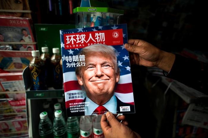 Chân dung của Tổng thống đắc cử Donald Trump trên tạp chí Global People của Trung Quốc, trong một ki-ốt ở Thượng Hải, ngày 14 tháng 11 năm 2016 (Ảnh: AFP PHOTO/Johannes EISELE).