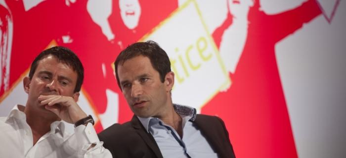 Benoît Hamon (phải) bảo vệ chế độ thu nhập cơ bản trong khuôn khổ vận động thành ứng cử viên tổng thống của đảng xã hội Pháp. Ý tưởng này cũng đã được Manuel Valls (trái) sử dụng lại. ©DENIS ALLARD/REA